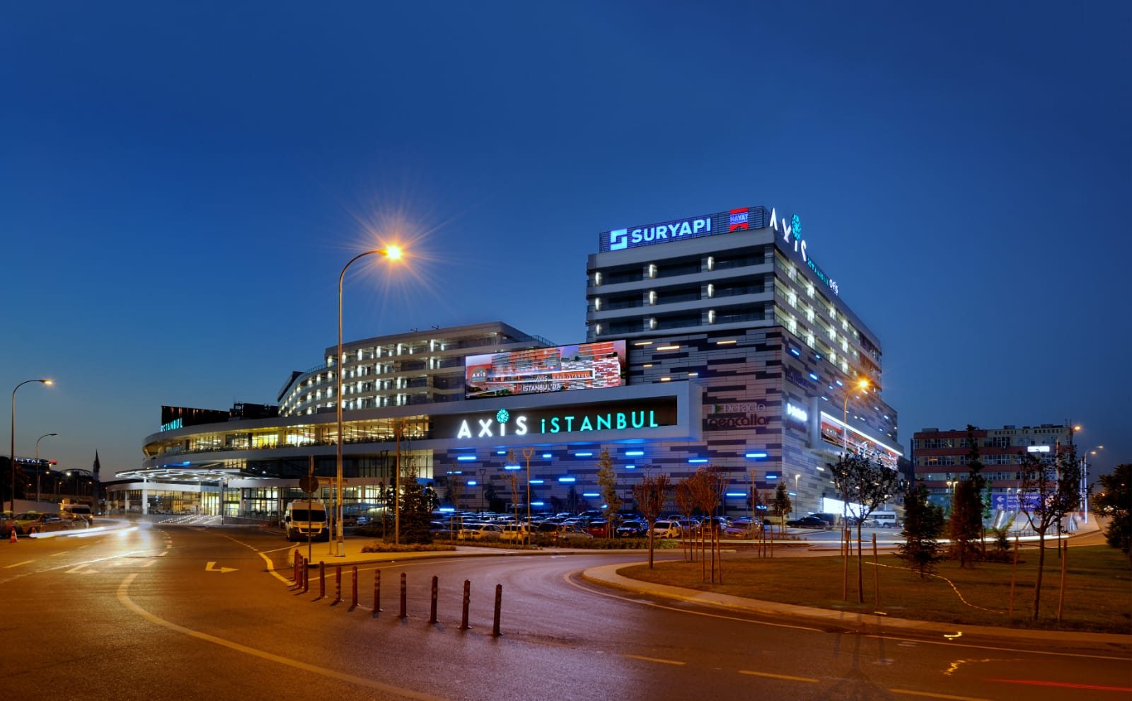 فرصة للاستثمار في أكثر مراكز التسوق نشاطآ في اسطنبول   ( كود المشروع    IC 18  )